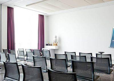 Quelle alternative à la bouteille d'eau individuelle pour une salle de réunion?