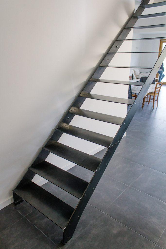 Escalier design en métal à monter soi-même grâce à de nombreuses innovations