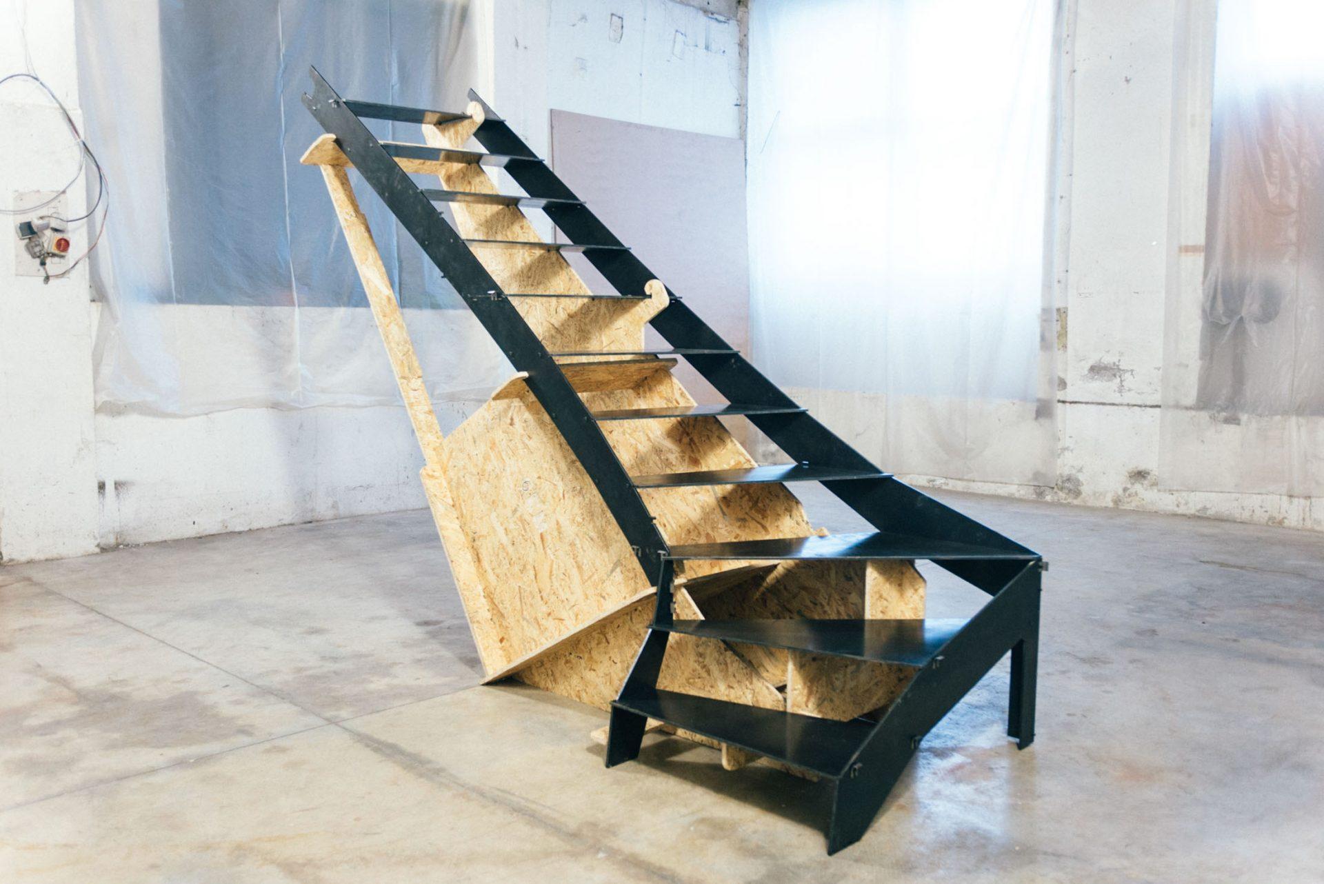 Le montage d'un escalier en métal facilité par un gabarit !